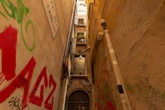 Kleine steeg in Venetië stock afbeeldingen
