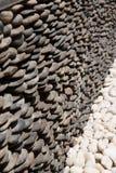 Kleine steen gevoerde zwart-witte muren Royalty-vrije Stock Foto