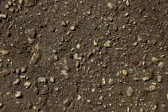 Kleine Steine auf schwarzem Boden Beschaffenheit lizenzfreie stockfotografie