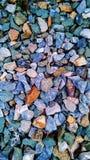 kleine Steine in den verschiedenen Farben Lizenzfreies Stockbild