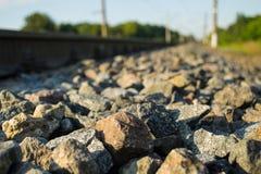Kleine Steine und Schienen Stockbild