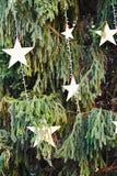 Kleine sterren, de wintersymbolen en achtergrond Stock Fotografie