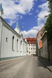 Kleine Straße in altem Riga Lizenzfreie Stockfotografie
