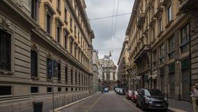 Kleine Straße in der alten europäischen Stadt lizenzfreie stockfotos