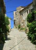 Kleine Straße in der alten Stadt Tossa Del Mar, Spanien Stockfotografie