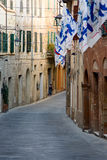 Kleine Straße in Montalcino Lizenzfreie Stockfotos
