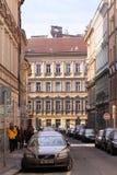 Kleine Straße in Prag Lizenzfreie Stockbilder