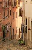Kleine Straße von Lissabon Stockfotografie