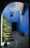 Kleine Straßen von Santa Catalina Monastery in Arequipa Stockbild