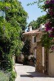 Kleine straat in Grimaud Stock Afbeeldingen
