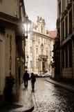 Kleine straat in Praag royalty-vrije stock fotografie