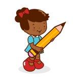 Kleine Studentin, die einen großen Bleistift hält Lizenzfreie Stockfotos