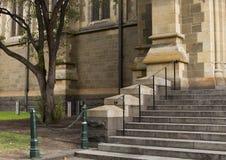 Kleine Trap die aan Kerk leiden royalty-vrije stock afbeeldingen