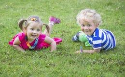 Kleine tweelingenbroer en zuster Royalty-vrije Stock Fotografie