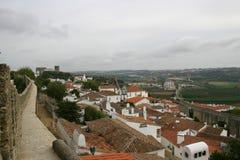 Kleine ummauerte Stadt in Portugal Stockbild
