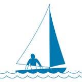 Kleine varende boot sloop Schip die door golven onder zeil komen Mens aan boord Vector graphhics Royalty-vrije Stock Foto