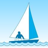 Kleine varende boot sloop Schip die door golven onder zeil komen Mens aan boord Vector graphhics Stock Afbeelding