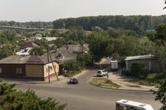 Kleine vectorhuizen Mening vanaf de bovenkant van de Boldin-bergen, Chernigov, de Oekraïne 15 juli, 2017 Stock Foto's