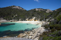 Kleine verborgen baai dichtbij Weinig Strand in de Reserve van de Twee Volkerenbaai dichtbij Albany Stock Foto's