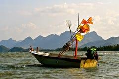 Kleine Visserijrubberboot stock foto