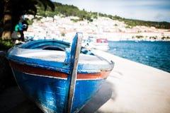 Kleine vissersboot op zonnige ochtend in Velum Luka, Korcula-Eiland, Kroatië Royalty-vrije Stock Foto