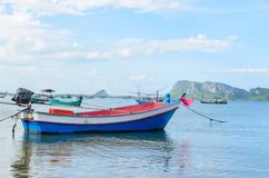 Kleine vissersboten in het strand Royalty-vrije Stock Afbeelding