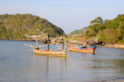 Kleine vissersboten in het strand Royalty-vrije Stock Fotografie