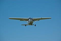 Kleine Vliegtuigen tijdens de vlucht met Blauwe Hemel Royalty-vrije Stock Fotografie