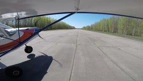 Kleine Vliegtuigenstart Gopro van Vleugel stock videobeelden
