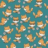 Kleine vossen die voetbal naadloos patroon spelen Stock Foto's