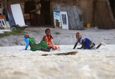 Kleine vrolijke Afrikaanse meisjes Royalty-vrije Stock Foto's