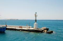 Kleine vuurtoren onder Cycladic-eilanden royalty-vrije stock foto's