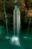 Kleine waterfal in Soca riviervaley Royalty-vrije Stock Foto's