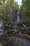 Kleine waterval in de Altai-Bergen Royalty-vrije Stock Foto's