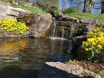 Kleine waterval in de Botanische Tuin, Oslo Stock Foto