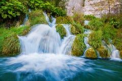 Kleine waterval in het Nationale Park van Plitvice Stock Fotografie