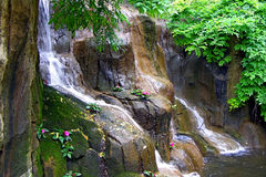 Kleine waterval in keerkring Royalty-vrije Stock Foto's