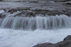 Kleine Waterval in Rivier stock foto's