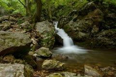 Kleine waterval in Zadielska-vallei stock fotografie