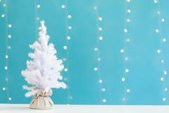 Kleine witte Kerstmisboom royalty-vrije stock foto's