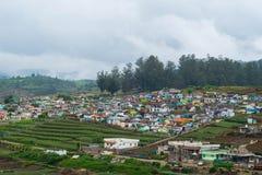 Kleine Wohnplätze in den Tälern von Ooty, Indien Stockbilder