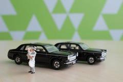 Kleine Zahl Hochzeit mit Auto Stockfoto