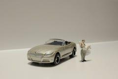 Kleine Zahl Hochzeit mit Auto Lizenzfreies Stockbild