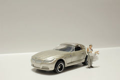 Kleine Zahl Hochzeit mit Auto Lizenzfreie Stockfotos