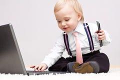 Kleine zakenman met cellphone stock afbeeldingen