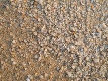 Kleine zand en grintoppervlakten op het strand stock afbeelding