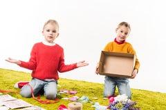 kleine zusters uit materiaal voor diy groetkaarten Stock Afbeelding