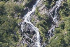 Kleiner aber steiler Wasserfall Lizenzfreies Stockfoto