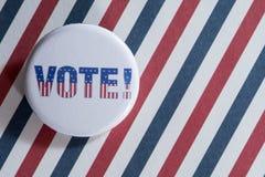 Kleiner Abstimmungsknopf auf Rot, Weiß und Blau Stockbilder