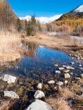Kleiner alpiner Gebirgsteich im Fall - Val Ferret, Courmayer Lizenzfreies Stockfoto